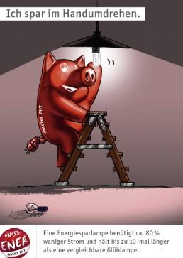 rotes Schwein dreht Energiesparlampe in die Fassung