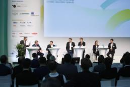 Diskussionsteilnehmer während der Fachmesse Energy Storage Europe